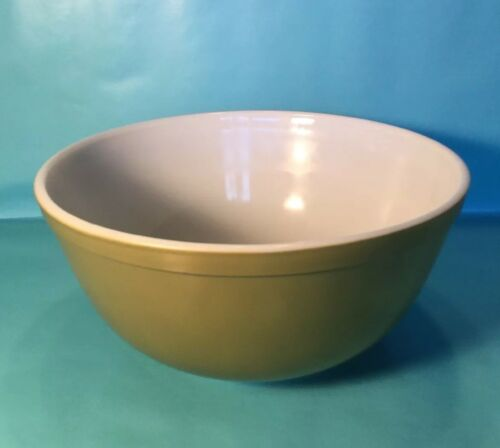 pyrex-quart-verde-and-white-bowl