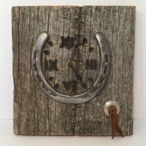 horseshoe-clock-repurposed-rustic-barnboard-cowboy-crafts-by-felz