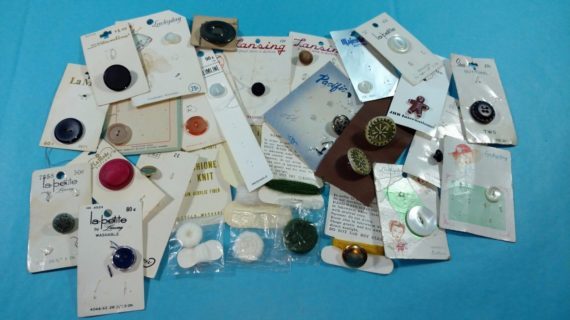 lot-1-of-vintage-buttons-from-estate-misc-singles-on-original-cards