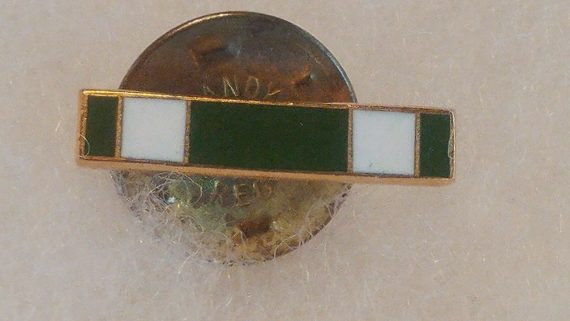 old-military-pin-medal-ww2-to-vietnam-green-white-bar-g