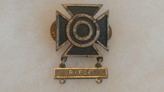old-military-pin-medal-ww2-to-vietnam-marksman-maltese-cross-rifle