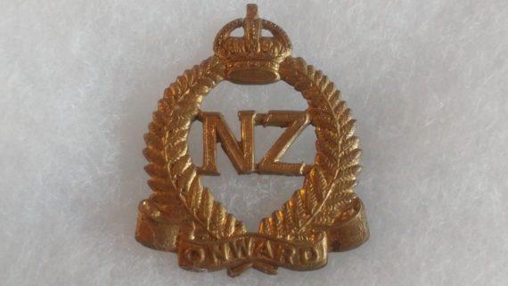 old-military-pin-medal-ww2-to-vietnam-nz-royal-crown-onward-laurel-wreath