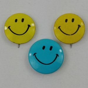 pinbacks-smiley-face-creative-house-1970s-usa-yellow-blue-happy-lot-26
