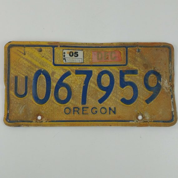 utility-trailer-oregon-license-plate-dec-05-u067959-vintage-rustic-yellow