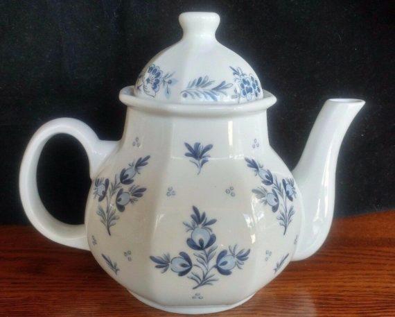vintage-ceramic-porcelain-teapot-white-blue-the-ioscany-collection-taiwan