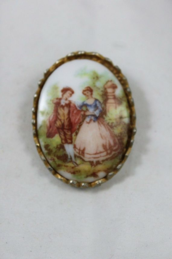 vintage-costume-pin-brooch-picture-of-2-people