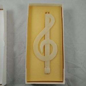 10-music-note-treble-clef-del-mar-beeswax-ivory-candle-knorr-candle-factory