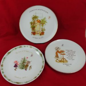 3-holly-hobbie-commemorative-10-5-plates-1-1973-xmas-2-1975-mothers-day