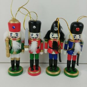 4-wooden-nutcracker-4-ornaments-christmas-tree-decorations-gold-glitter