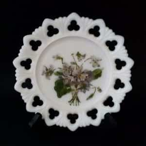 beautiful-painted-purple-floral-club-and-shell-7-1-4-milk-glass-plate-733