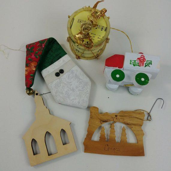 christmas-ornaments-miscellaneous-lot-redwood-truck-music-drum-santa-tie-61
