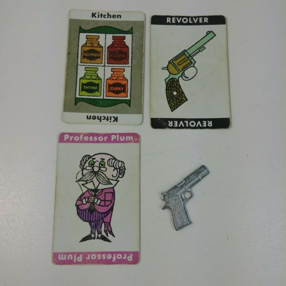 clue-display-solution-art-craft-fun-professor-plum-kitchen-revolver-lot-9