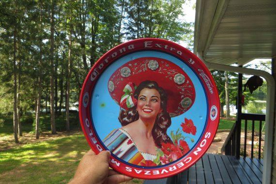 beautiful-mexican-lady-posing-corona-extra-y-victoria-son-cervezas-modelo-tray