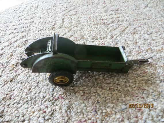s-eska-john-deere-toy-scale-farm-implement-menure-spreader