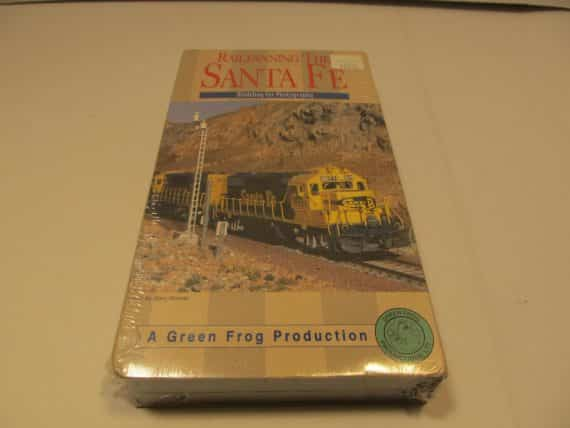 railfanning-the-sante-fe-raiload-modeling-for-photography-new-sealed
