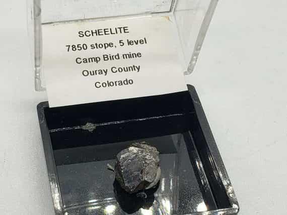 beautiful-scheelite-specimen