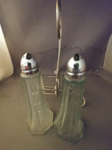 clear-glass-sat-and-pepper-shaker-in-chrome-rack