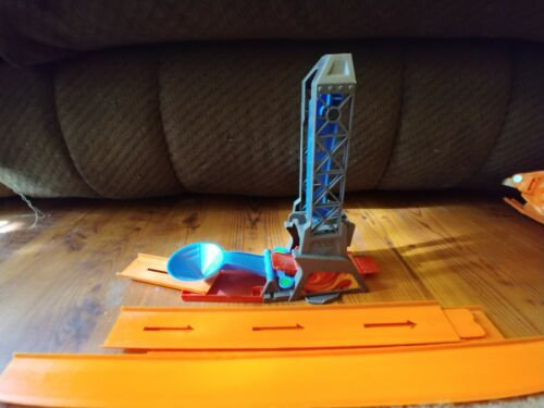 hot-wheels-trick-track-flame-thrower-track-tower-car-drop-launcher-w-orange-trks