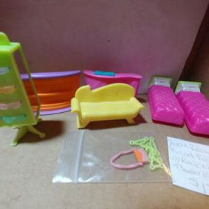 polly-pocket-relaxin-resort-polly-w-rock-n-roller-coaster-hotel-accessories